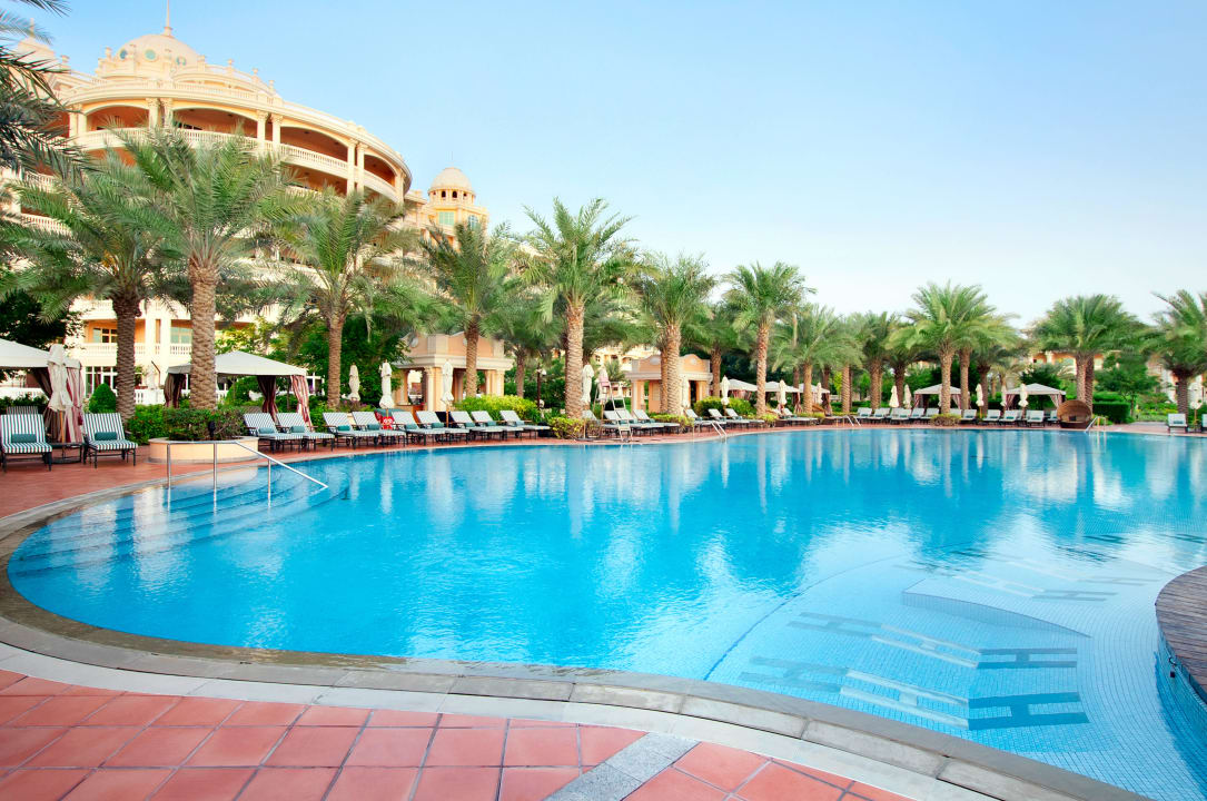 Hotel pool Kempinski Hotel & Residences Palm Jumeirah