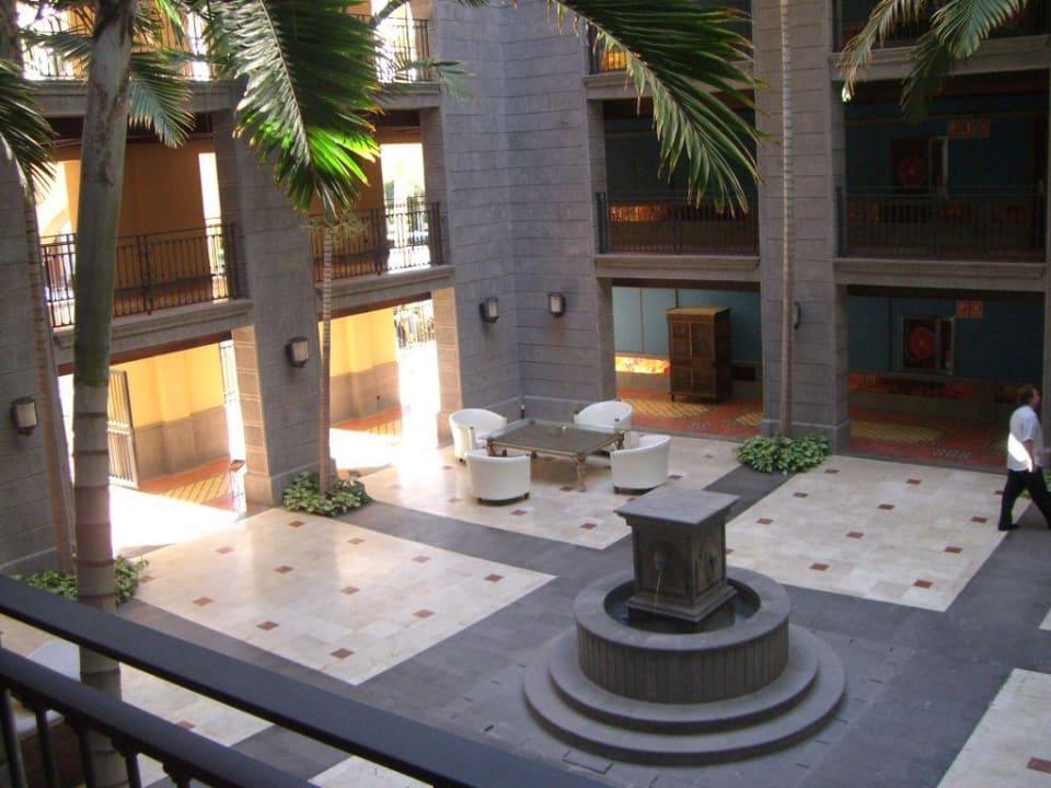 Einer der Innenhöfe des Hotels Lopesan Costa Meloneras Resort, Spa & Casino