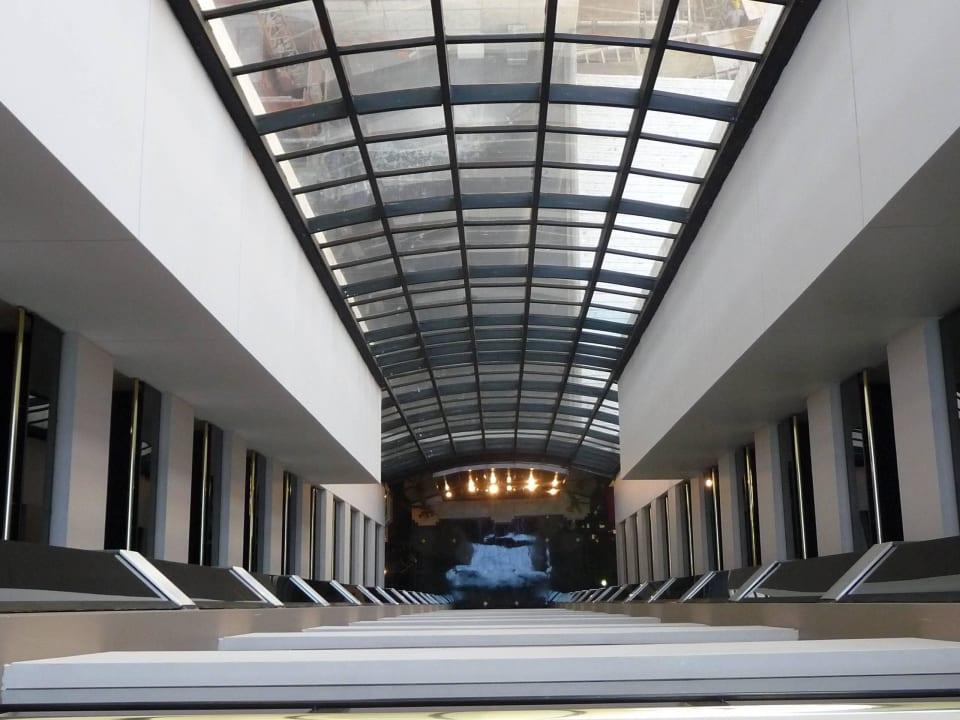 Blick vom 10./11.Stock in die Lobby Aspen Towers Hotel