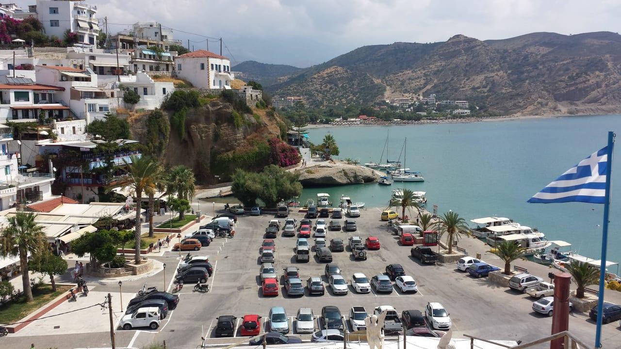 Blick über den Hafen Hotel Minos