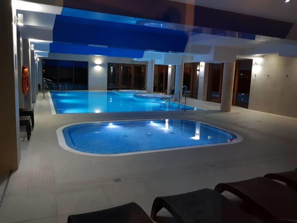 Czysty basen i 2 jacuzzi Sunset Spa