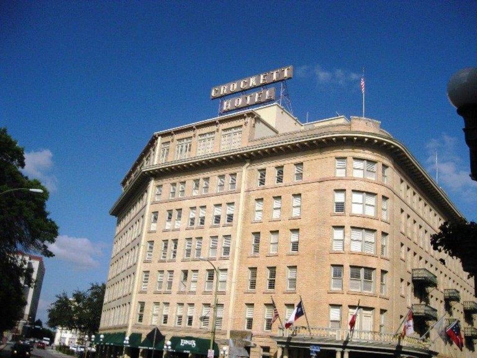 Hotel  The Historic Crockett Hotel