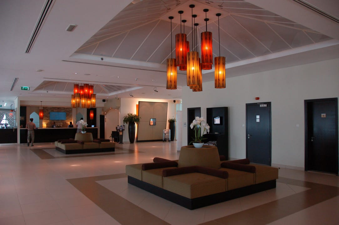 Холл отеля Hotel Holiday Inn Express Dubai Internet City