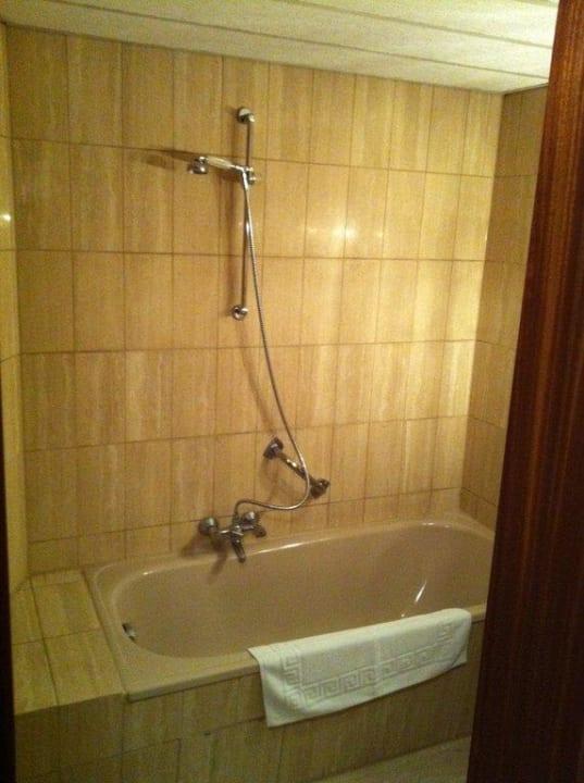 Badewanne - leider ohne Duschvorhang Hotel Sej Sandzak