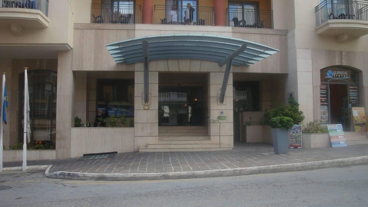 Hoteleingang Maritim Antonine Hotel & Spa Malta