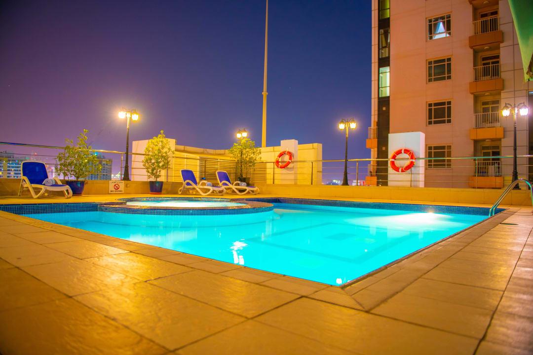 Pool Grandeur Hotel