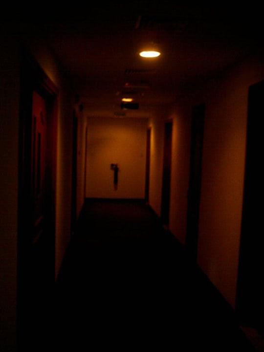 Gang zum Zimmer Ramada Hotel & Suites by Wyndham Ajman