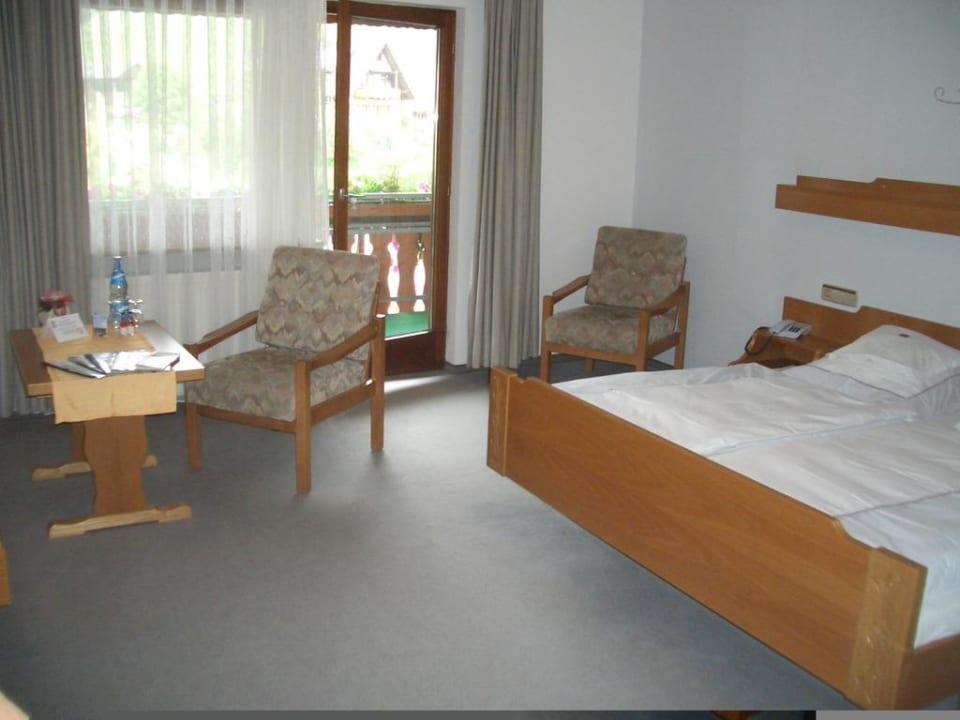 Zimmer zum Balkon Hotel Döttelbacher Mühle