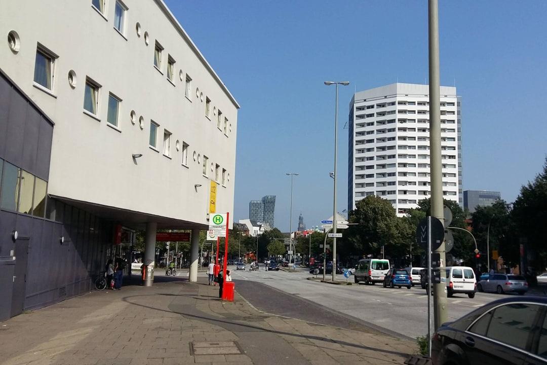 Außenbereich mit Blick zur Reeperbahn Egon Hotel Hamburg City
