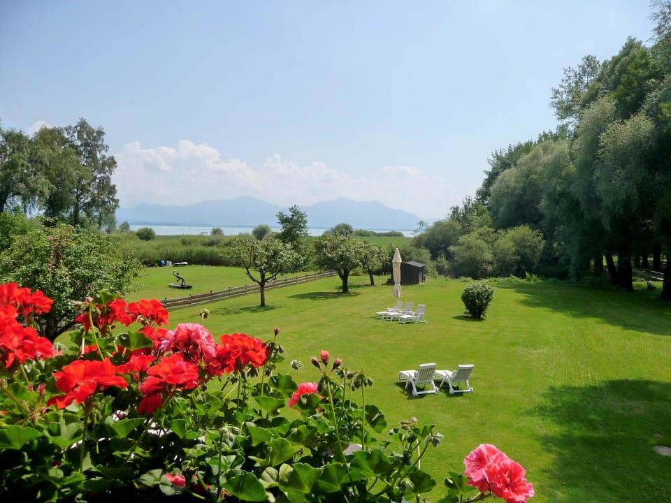 Gartenanlage Hotel Garni Chiemsee Pension Seebruck