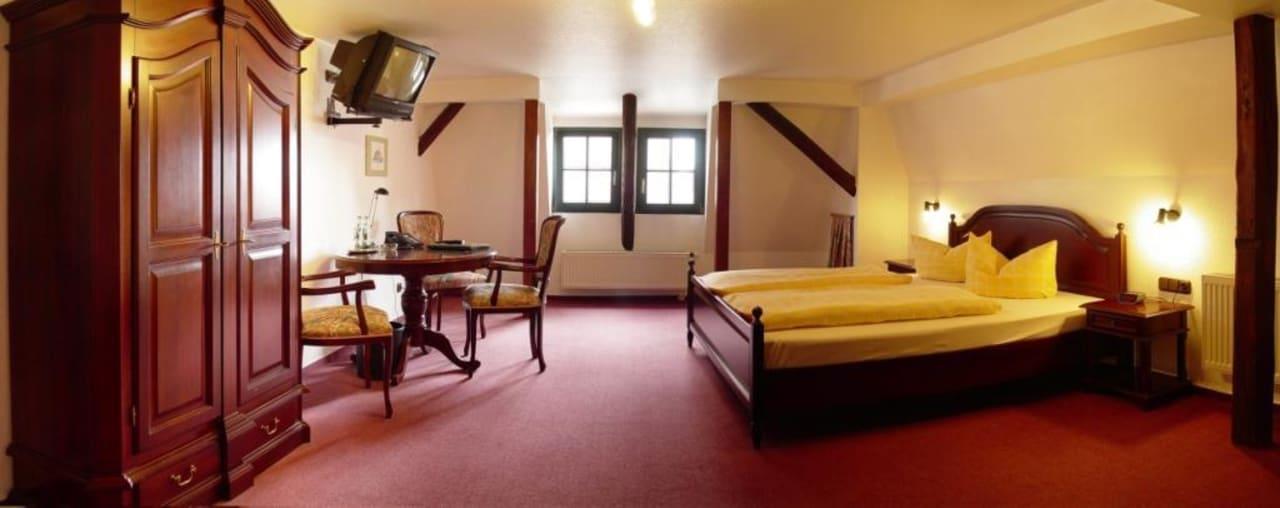 Geschmackvoll eingerichtetes Zimmer Hotel Stadt Aachen