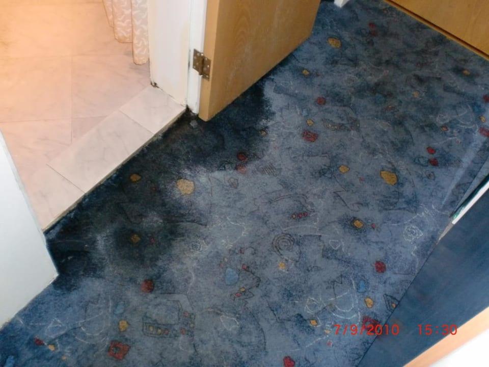 Wasser am Teppichboden Hotel Astoria Palace  (Vorgänger-Hotel – existiert nicht mehr)