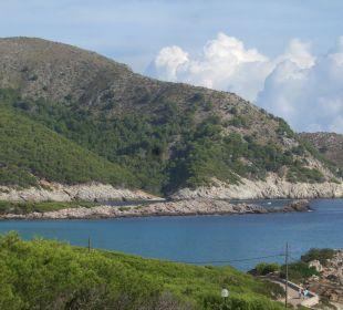 Ausblick zu einer schönen Bucht Hotel & Spa S'Entrador Playa