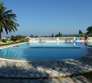Abendstunden am Pool Hotel Paradise Corfu