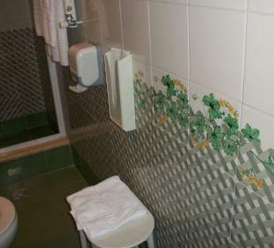 Hübsche Fliesen im Badezimmer.