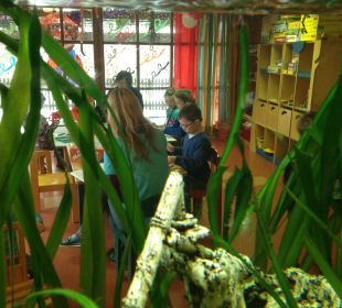 Aquarium mit Durchblick in den Kinderclub