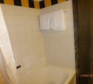 Wanne mit Duschvorhang Family Hotel Schloss Rosenegg
