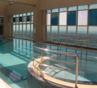 Poolanlage auf Dach 31. Etage Hotel Grand Millennium Al Wahda Abu Dhabi