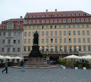 Blick vom Neumarkt auf das Hotel Steigenberger Hotel de Saxe