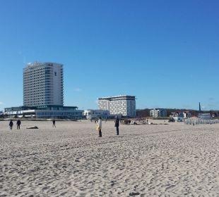 Blick vom Strand zum Hotel Hotel Neptun