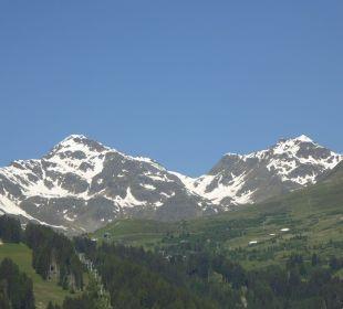 Wunderbarer Blick auf die verschneiten Berge Hotel Castel