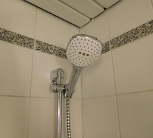 Dusche in der Wanne NH Berlin Potsdam Conference Center