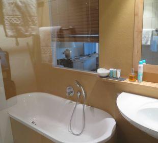 Wanne und Zimmerblick Beauty & Wellness Resort Hotel Garberhof