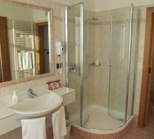 Dusche im Badezimmer Alpin Panorama Hotel Hubertus