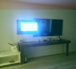 Großes Zimmer, kleiner TV SENTIDO Gold Island