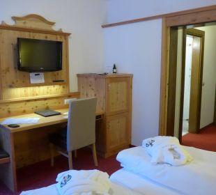 Blick zum Schreibtisch Hotel Trattlerhof