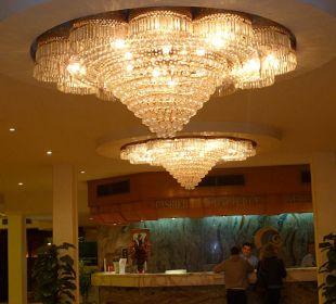Kronenleuchter in der Lobby The Grand Hotel