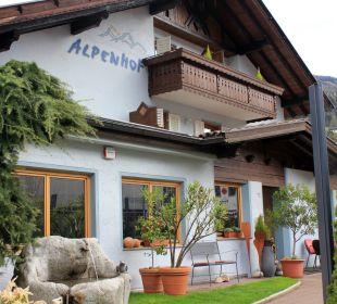 Eingang vom Parkplatz kommend Hotel Alpenhof Passeiertal