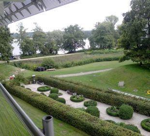 Garten und Seeblick Kongresshotel Potsdam am Templiner See