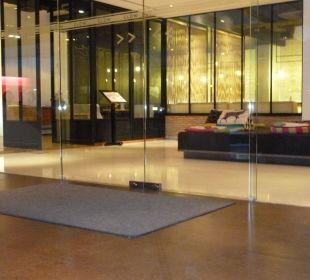 Sehr moderne Lobby Hotel Glow Trinity Silom