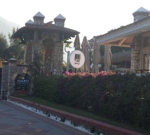 Eingang vom Strand Martı Resort De Luxe