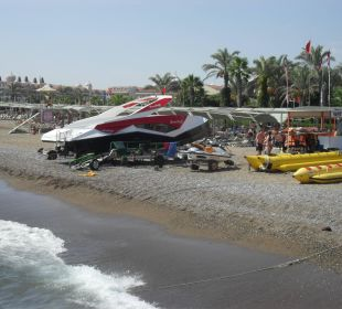 Am Strand entlang Belek Beach Resort Hotel