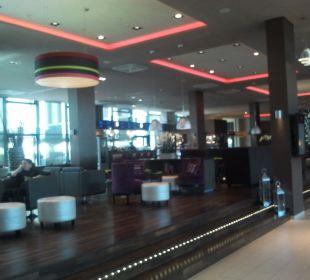 Stylischer Eingangsbereich Leonardo Royal Hotel Munich