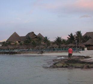 Blick zum Hotel vom Strand