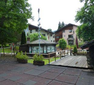 Bayer. Maibaum am Biergarten Dorint Sporthotel Garmisch-Partenkirchen