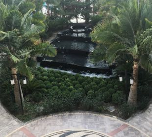 Brunnen im Garten am Tag Hotel Royal Dragon