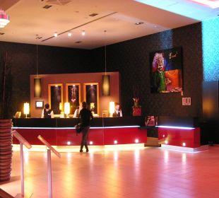 Abendbeleuchtung Lobby Leonardo Royal Hotel Munich