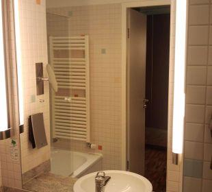 Badezimmer mit TV-Lautsprechern an der Decke Hotel centrovital