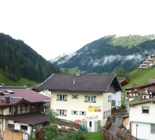 Blick vom Balkon der Suite Hotel Alpin Spa Tuxerhof
