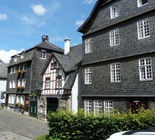 Das Hotel ist  rechts Hotel Graf Rolshausen