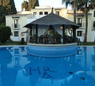 Kleiner Pool vor Zimmer 221 Hotel BlueBay Banús