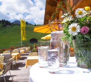 Sonnenterrasse im Sommer Hotel Mohnenfluh