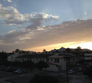 Blick aus dem Zimmer 241 Morgens um 6:45 JS Hotel Sol de Alcudia