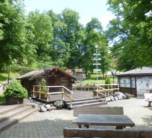 Biergarten, im Hintergrund der Kinderspielplatz Dorint Sporthotel Garmisch-Partenkirchen