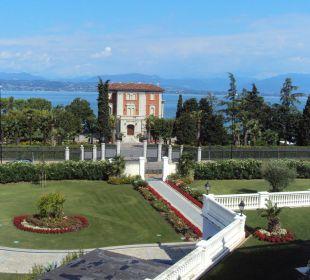 Blick vom Balkon Zimmer 306 zur Villa Richtung See