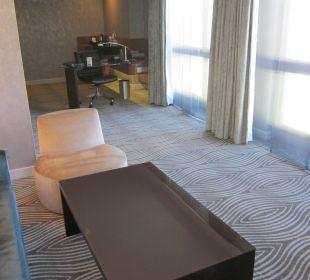 Wohnzimmer mit Büroecke